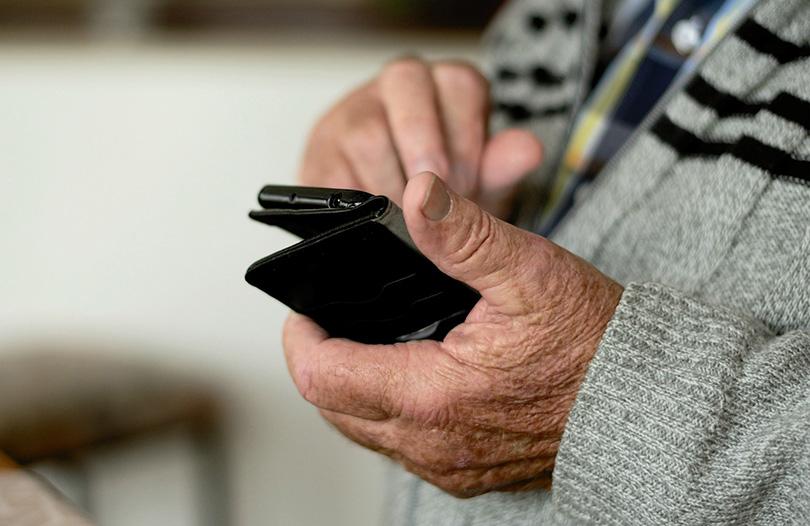 idoso telemóvel